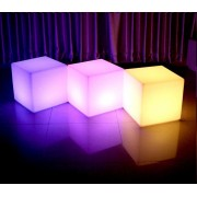 LED-Sitzwürfel-mieten-Berlin-Veranstaltung-Deko-Mietmöbel
